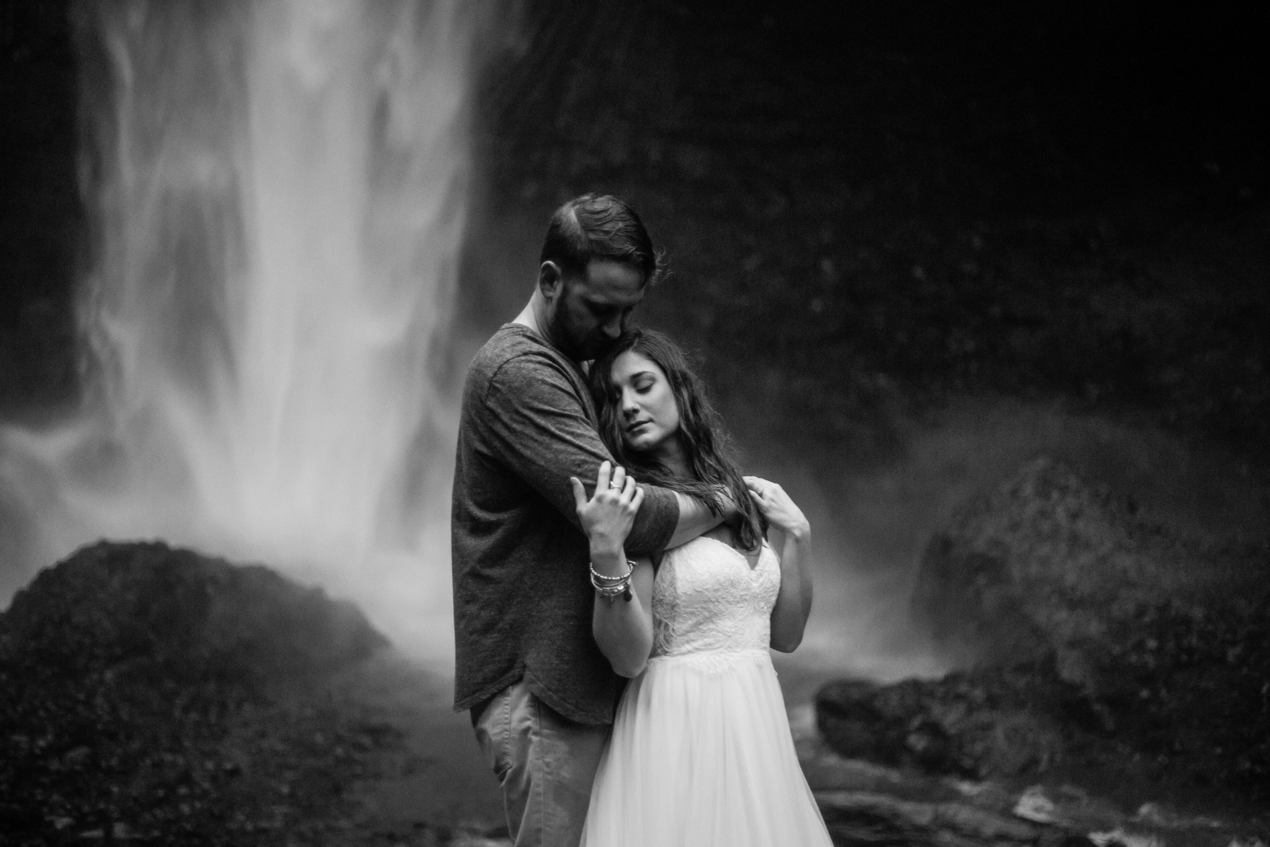 columbia-river-gorge-waterfall-elopement