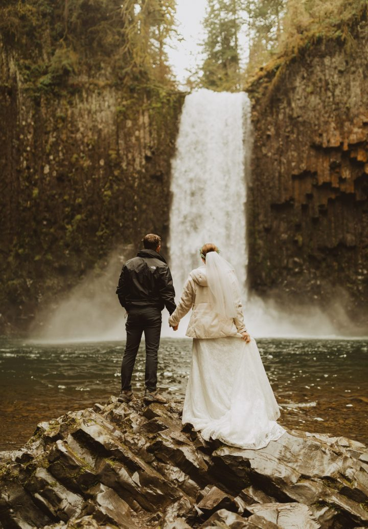 ali-rae-photography-pacific-northwest-waterfall-elopement