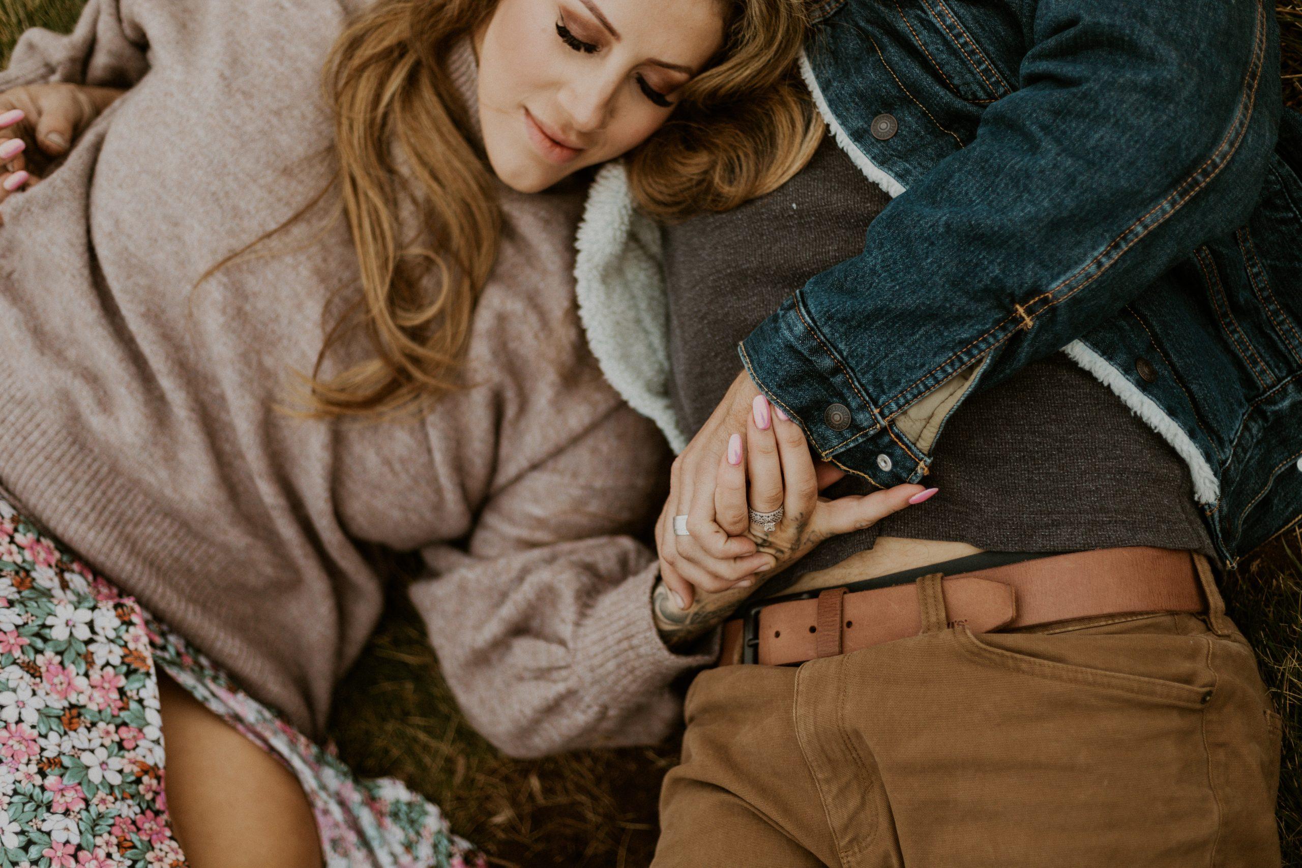 ali-rae-photography-cliffside-oregon-coast-couples-sessio